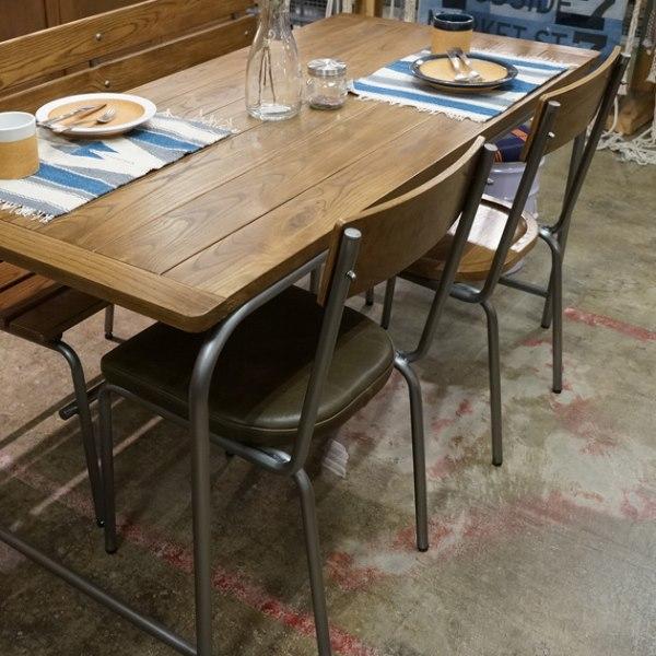 座面がレザーのジャーナルスタンダードファニチャーの椅子