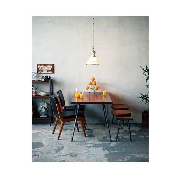 ACME Furniture(アクメファニチャー)の椅子とテーブル