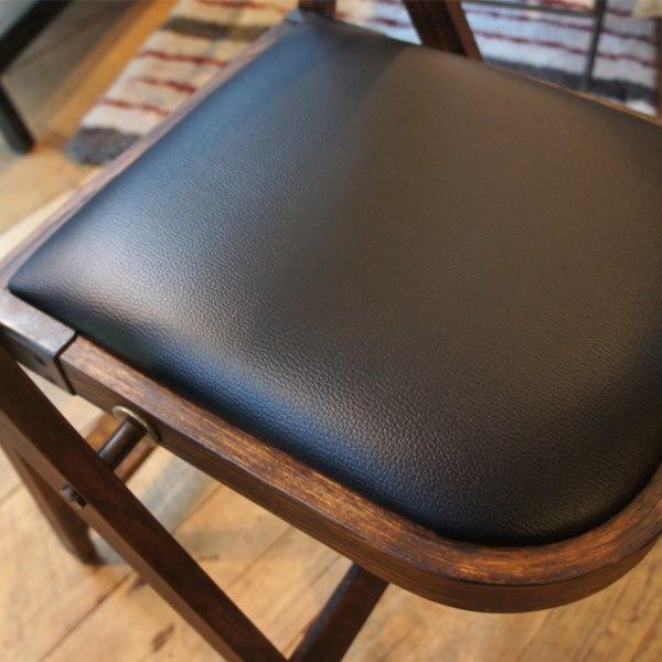 アンティーク調の折りたたみ椅子