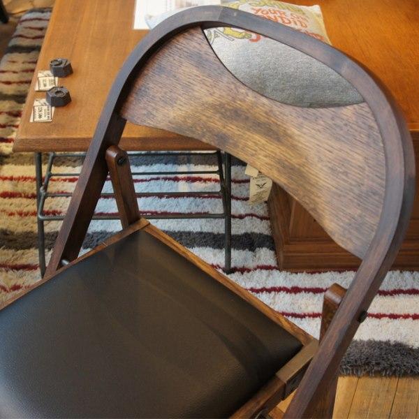 ACME Furnitureの折りたたみチェア