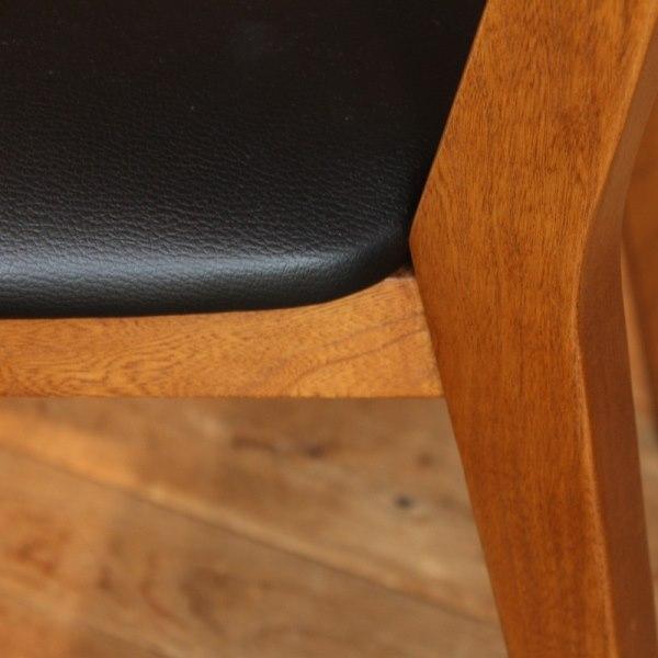 ACME Furniture アクメファニチャー・カーディフチェアの座面と木製脚部