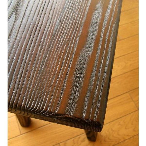 幅90㎝木製ベンチに座る男性