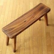 コンパクトなウッドベンチ