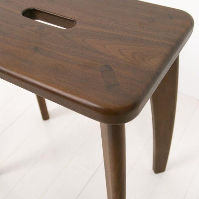 ウォールナット無垢材スツールの座面と脚
