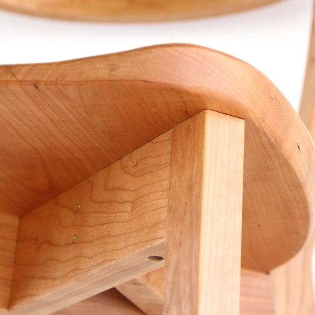 木製椅子の脚部