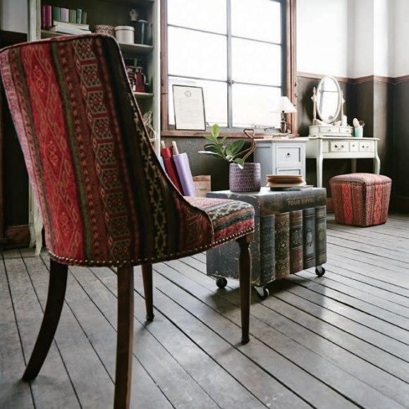 アンティークで豪華な椅子