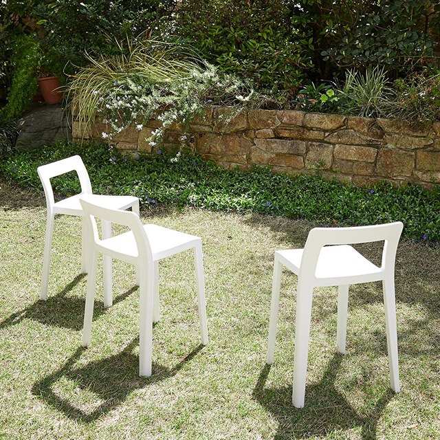 小さな白い椅子