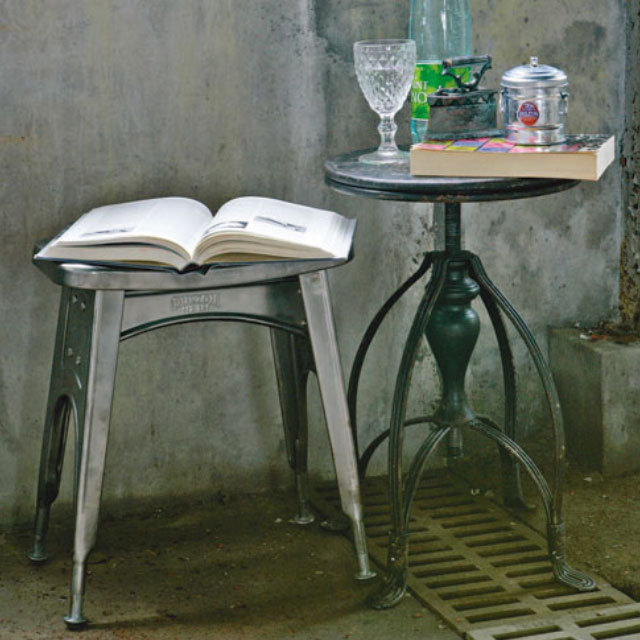 インダストリアル家具のスツール