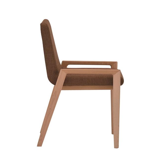 メープル無垢材とブラウンシートの座りやすいおしゃれな椅子