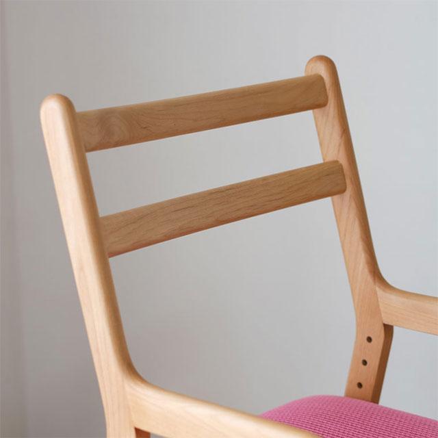 ISSEIKI 無垢材の学習椅子