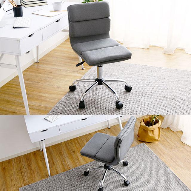 シンプルなグレーのオフィスチェア
