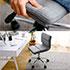 コンパクトなシンプル・オフィスチェア