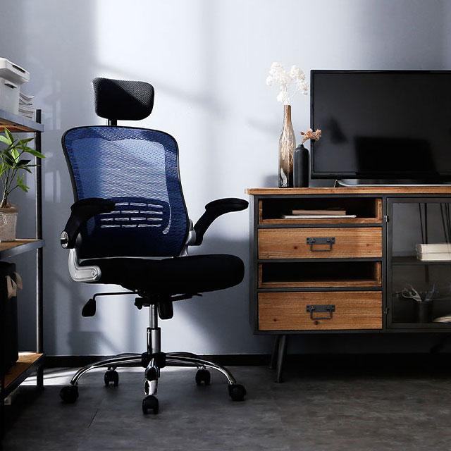 仕事が早い男が使うオフィスチェア