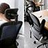 仕事ができる女性が座るオフィスチェア