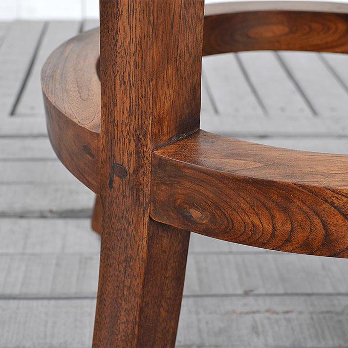 オイル仕上げのチーク無垢材の椅子