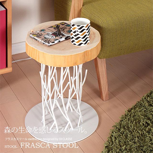 サイドテーブルにしたフラスカ・スツール