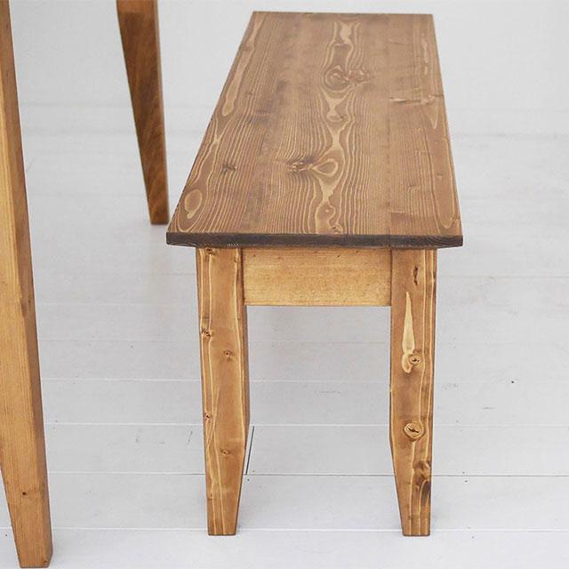 パイン無垢材ベンチの木目