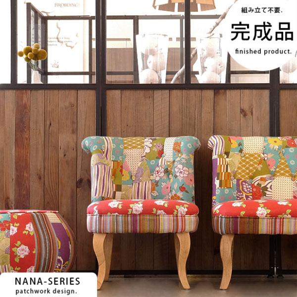 カラフルなパッチワークの椅子
