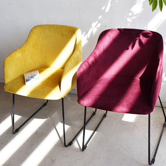 ワインレッドのお洒落な椅子