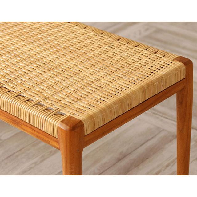 IDENTITYベンチの丁寧に編まれた籐の座面