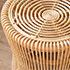 美しく編まれたラタンの円形スツール