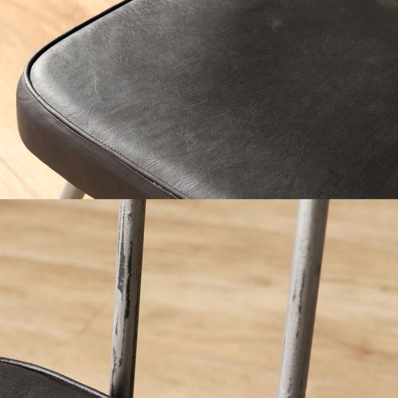 工業系のブラックレザーとアイアンの椅子