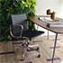 オフィスに置いたアルミナムチェアのブラック