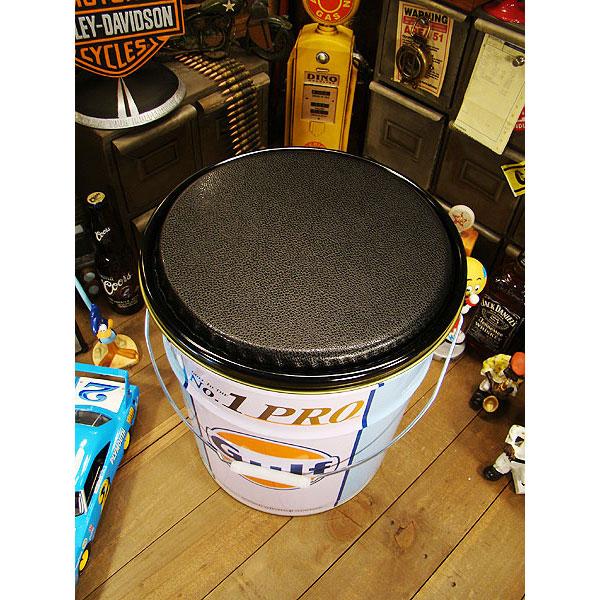 世田谷ベースのオイル缶の椅子