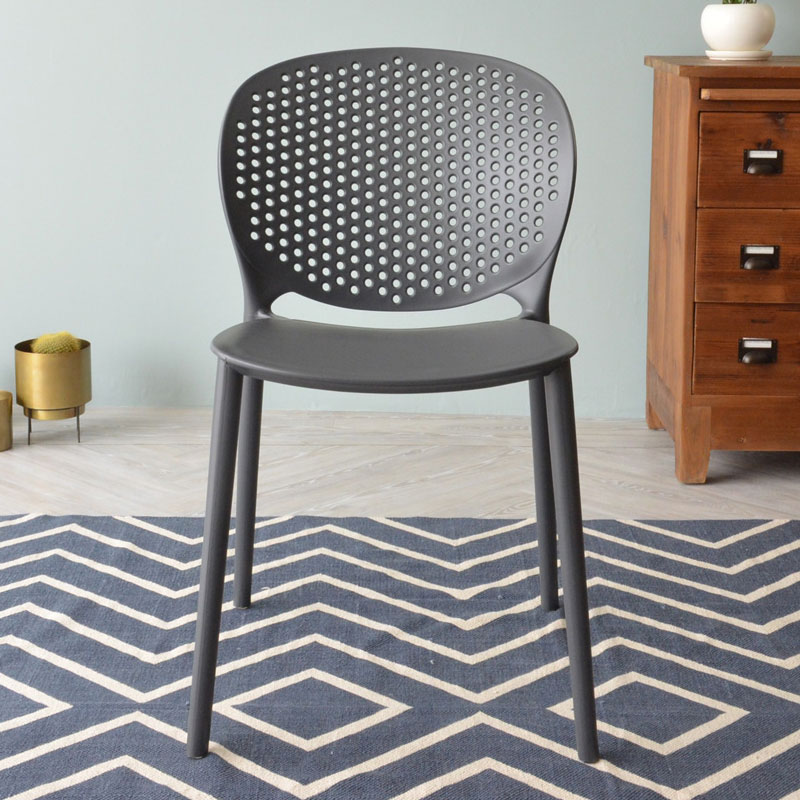 ダークグレーのおしゃれな椅子