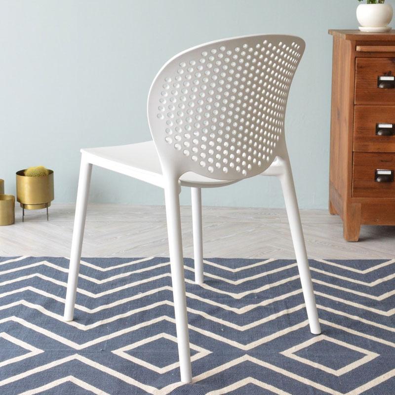 可愛い白い椅子