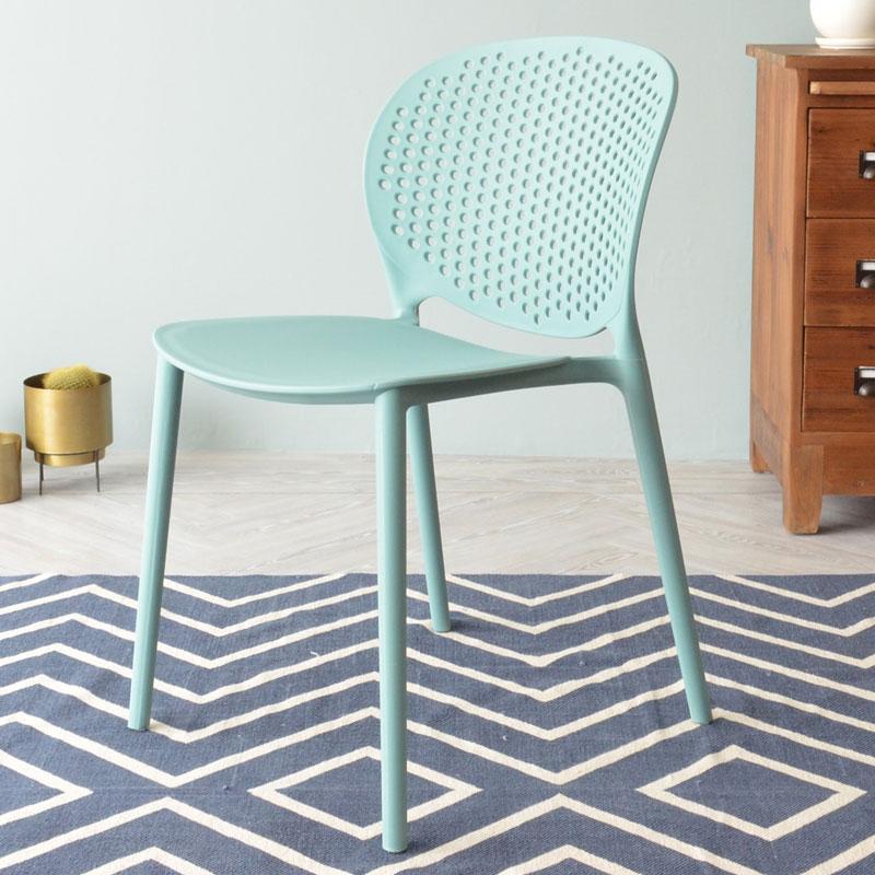樹脂製のおしゃれな椅子