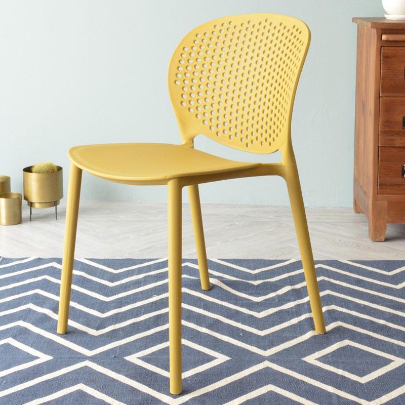 可愛い黄色の椅子