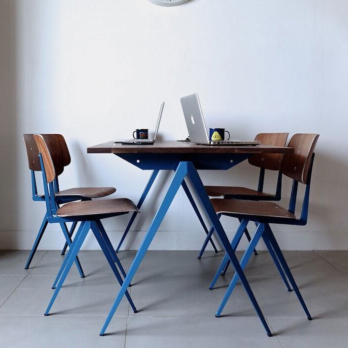 Galvanitas (ガルファニタス) の青い椅子