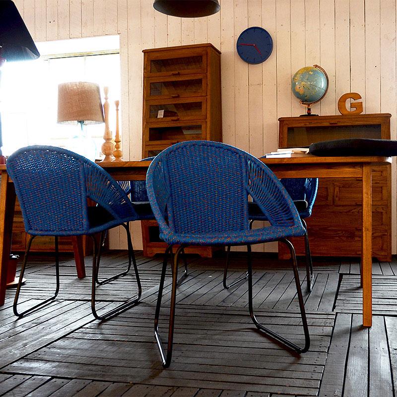 スカンジナビア系の青いロープチェア