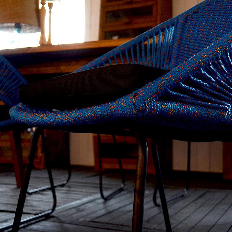 人気の青いロープチェア