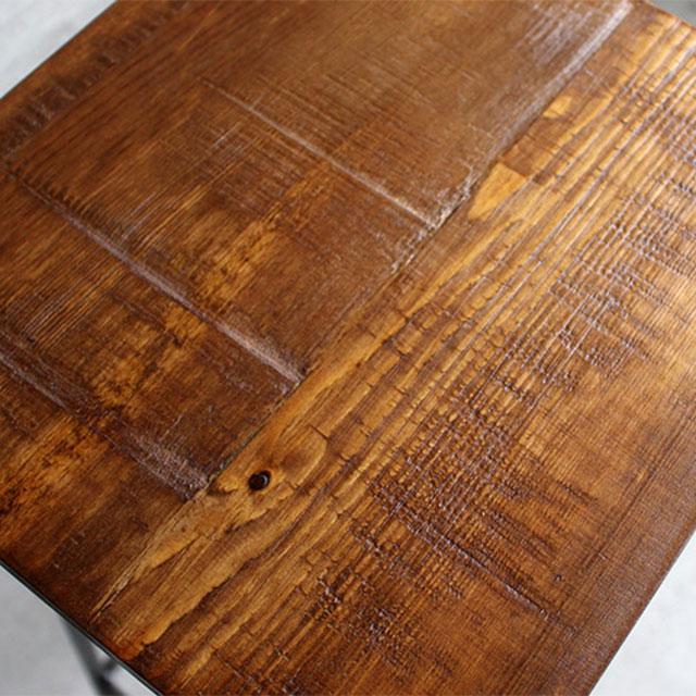 アンティーク加工されたパイン無垢材のスツール座面