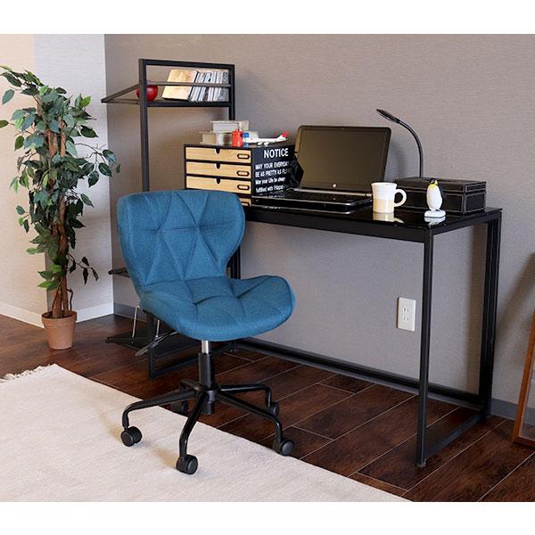 青いデスクチェアを置いた書斎