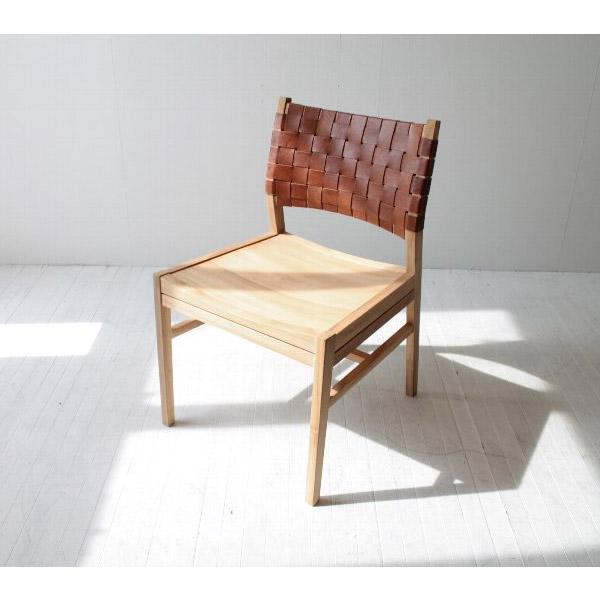 レザーとチーク無垢材のおしゃれな椅子