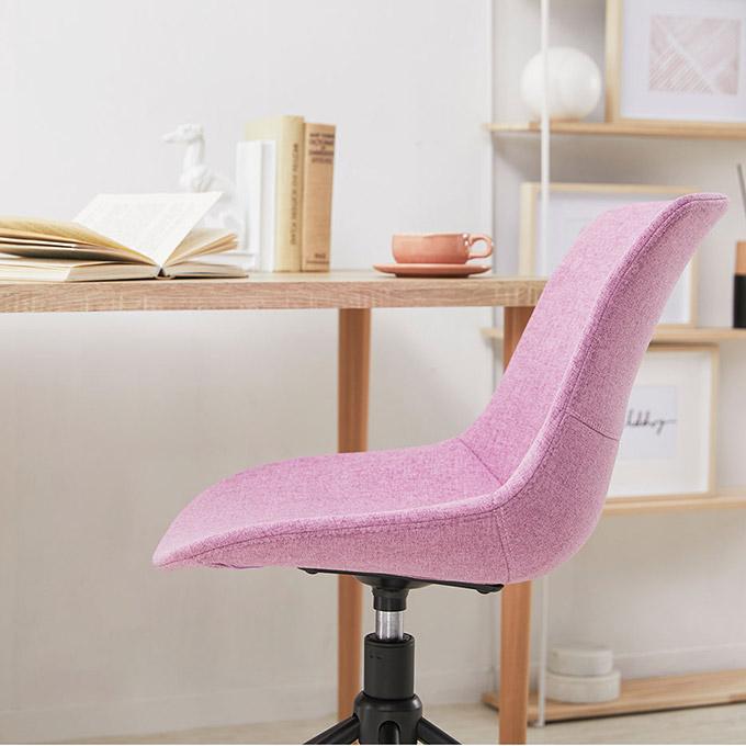 座面が紫のキャスター付きチェア