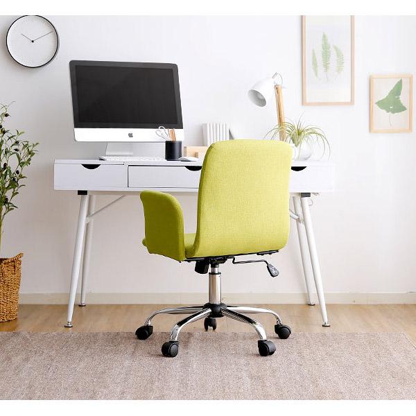 グリーンの可愛いデスクチェアと白いデスク