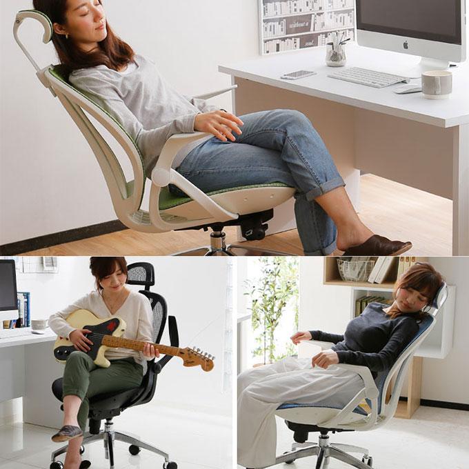 ヘッドレスト付きのおしゃれなオフィスチェアに座る女性