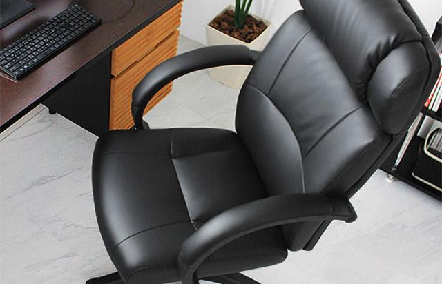 デキる男のオフィスチェア 黒い合皮のRALPH
