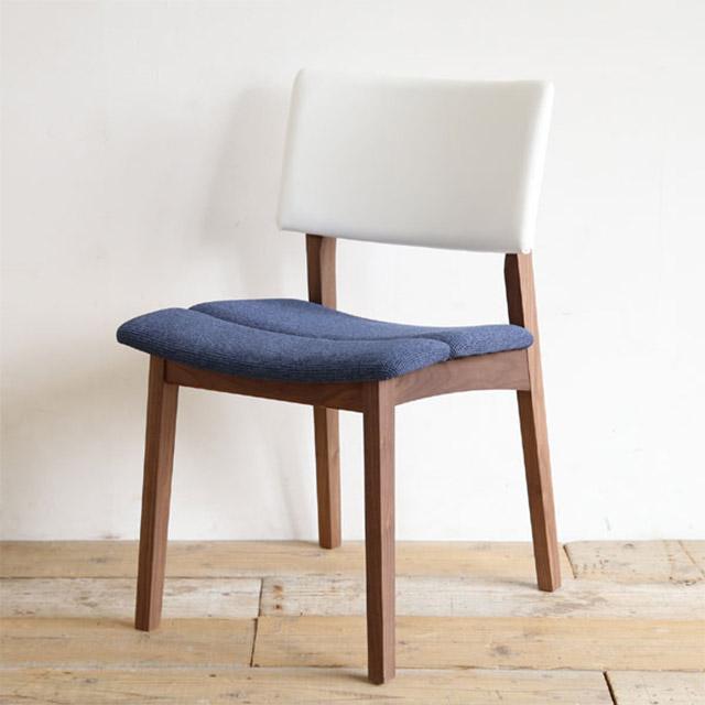 2トーンカラーの無垢材の椅子