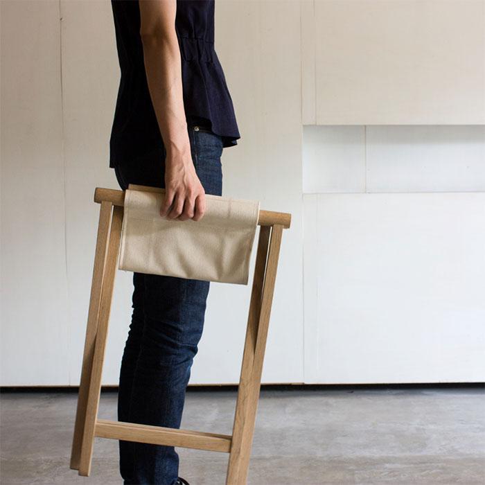 無垢材とコットン生地の折りたたみ椅子