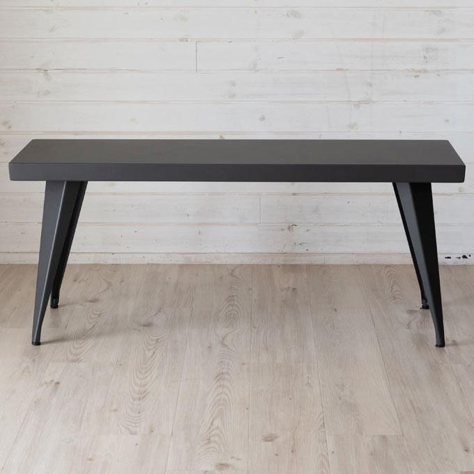 モダンで格好いい黒のベンチ