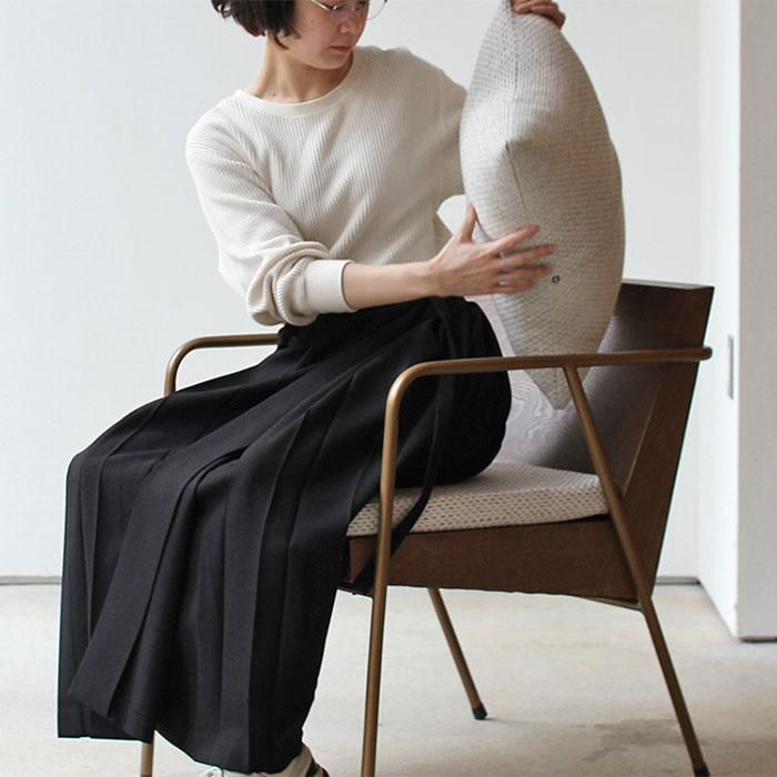 クッション付きのおしゃれな椅子